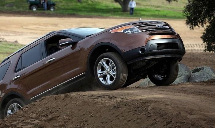 استفاده از کلاچ برای نگه داشتن خودرو روی سراشیبی خودروی دنده ای عادتهای بد هنگام رانندگی با خودروهای دنده دستی B20180823105541101