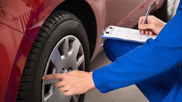 بررسی ظاهر خودرو تشخیص کیلومتر واقعی خودرو چگونه تشخیص دهیم کیلومتر کارکرد خودرو واقعی میباشد یا دستکاری شده است ؟ about